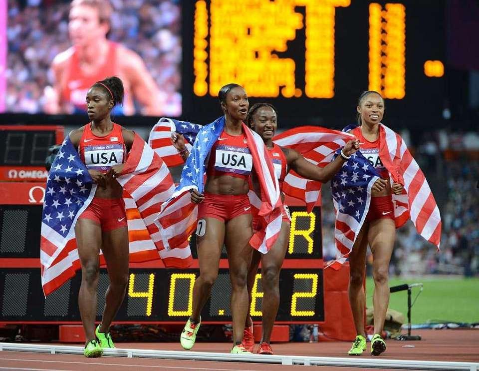 El equipo estadounidense de 4x100 femenino celebra su récord del mundo en Londres 2012. Fuente: www.bbc.com