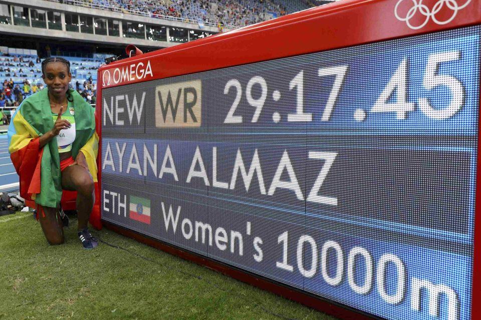 Almaz Ayana posa en Río 2016 junto a su récord del mundo | www.bbc.com